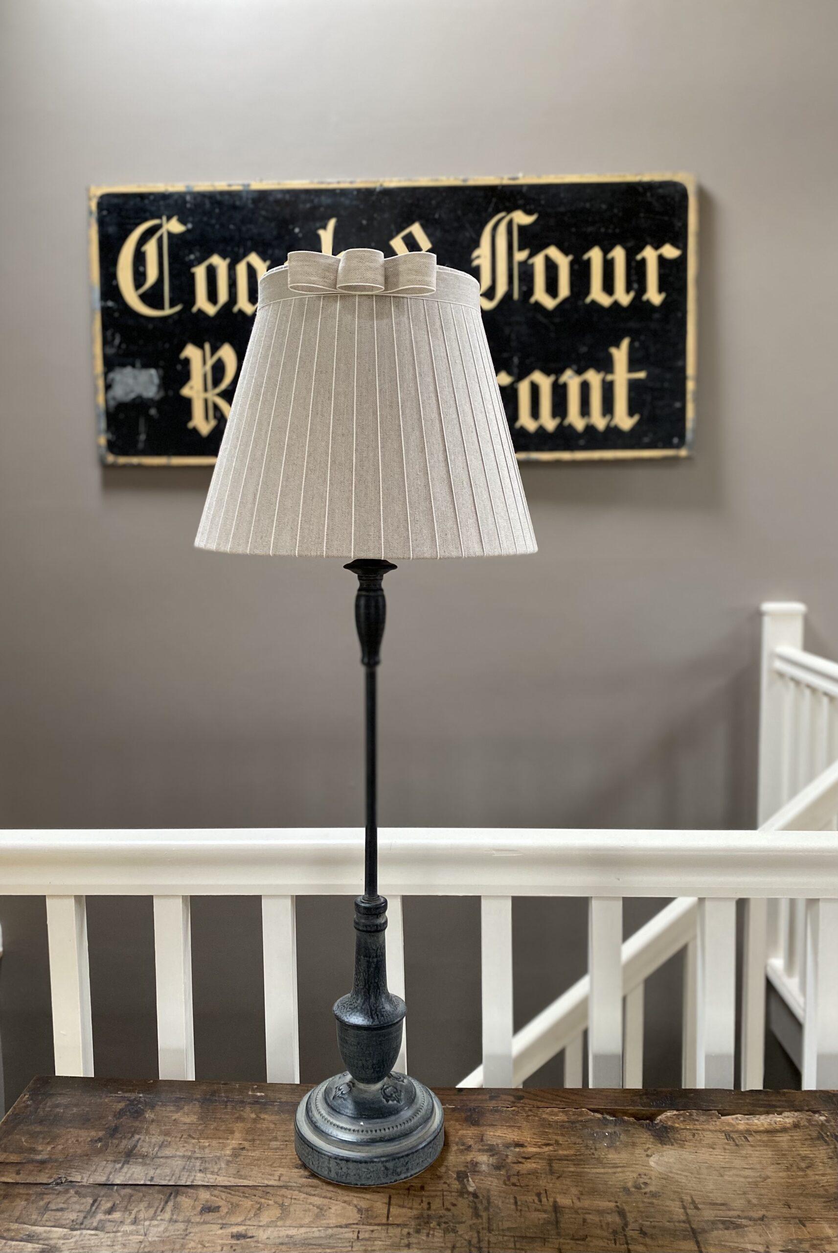 Clara Lampbase